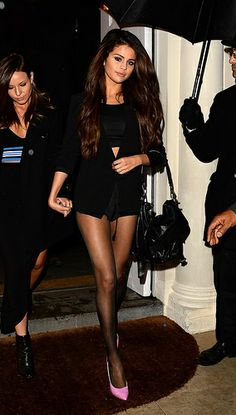 #agacicrush for days --Selena Gomez! all black w/pink heels #perfecto