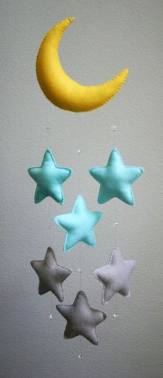 Ähnliche Artikel wie Modern Baby - Light Blue and Gray Felt Moon Mobile with Falling Stars & Crystal Beads - Handmade - Made To Order - Nursery Decor auf Etsy Source by a_kpper Baby Crafts, Felt Crafts, Diy And Crafts, Sewing Crafts, Sewing Projects, Craft Projects, Star Nursery, Nursery Decor, Nursery Room