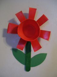 Dixie Cup Flower Craft from Making Learning Fun. Daffodil Craft, Daffodil Flower, Cup Crafts, Crafts To Make, Crafts For Kids, Spring Toddler Crafts, Spring Crafts, Early Learning, Fun Learning