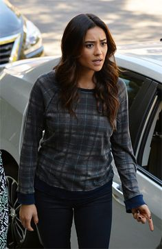 Pretty Little Liars Style: Emily's Destroyed Plaid Sweatshirt
