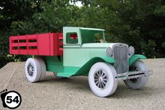 This vehicle paper model is a vintage Truck, created by Camille Morin, and the scale is in 1:12. You can download this paper model template here: A Vintage