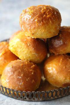 Bułeczki dyniowo pomarańczowe : Bułeczki dyniowo pomarańczowe Thermomix Składniki na 14 szt: 400 g mąki pszennej 20 g świeżych drożdży 130 g szklanki mleka 200 g puree z dyni 1 duże jajk. Przepis na Bułeczki dyniowo pomarańczowe