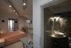 Bathroom Lighting, Villa, Mirror, Furniture, Home Decor, Homemade Home Decor, Bathroom Vanity Lighting, Mirrors, Home Furnishings