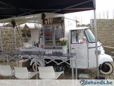 Vespa Ape met frigo 2x,bbq,kraan,enz enz.... Mobile Cafe, Mobile Shop, Mobile Coffee Shop, Vespa Ape, Container Cafe, Piaggio Ape, Meals On Wheels, Cargo Bike, Small Meals