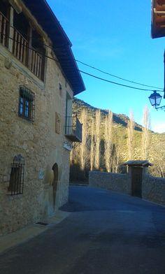 Casonas de piedra; edificación característica de Durón.