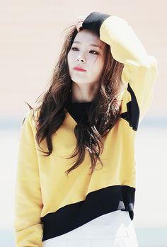 Imagen de red velvet, seulgi, and joy Irene Red Velvet, Red Velvet Seulgi, Kpop Girl Groups, Korean Girl Groups, Kpop Girls, Park Sooyoung, Kim Jisoo, Most Beautiful Faces, Auburn Hair