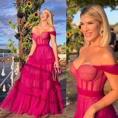 """Mulheres Antenadas 👩🏻👩🏼👩🏽👩🏿 on Instagram: """"@loreimprota de @honoriaoficial ✨🌟 ✨✨ #dress #dresses #vestido #vestidodefesta #dressparty #vestidolongo #casamento #wedding #madrinha…"""" Elegant Prom Dresses, Formal Dresses, Ball Dresses, Ball Gowns, Women's Summer Fashion, The Dress, Pink Dress, Dress To Impress, Ideias Fashion"""
