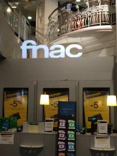 NEYP PNG en magasin Fnac em Nice, PACA