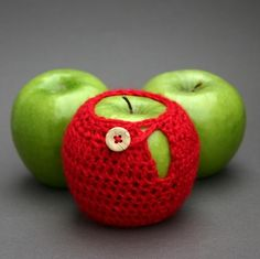 69 Weird Yet Genius Inventions You Never Knew Existed - With such weird yet genius inventions the apples started need of sweaters after so many years in this world. This adorable tiny-knitted apple sweater is specifically designed to prevent bruising your packed apple for lunch.