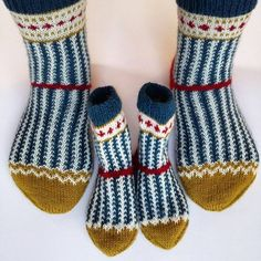 Once again I was allowed to change my # knit. The mini-Soxx are especially fun for the grand Knit Mittens, Crochet Slippers, Knitting Socks, Hand Knitting, Knit Crochet, Knitting Designs, Knitting Projects, Knitting Patterns, Crochet Patterns