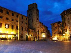 San Gimignano - Piazza Duomo - Veduta notturna