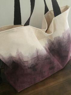Bolsa em tecido 100% algodão, forrada e com bolso interno. tingimento Tie Dye.