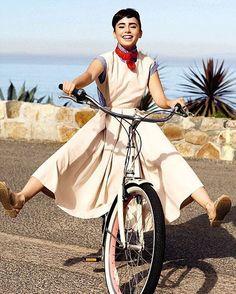 いいね!436.4千件、コメント1,054件 ― Lily Collinsさん(@lilyjcollins)のInstagramアカウント: 「Channeling Audrey Hepburn today (and everyday). Celebrating the silver screen queen and one of my…」