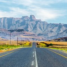 The Drakensberg in photos: check out these gorgeous shots for a glimpse into one of the most spectacular landscapes in South Africa. African Holidays, Mountain Pass, Kwazulu Natal, Residential Interior Design, South Africa, Tourism, Art Ideas, Landscapes, Southern