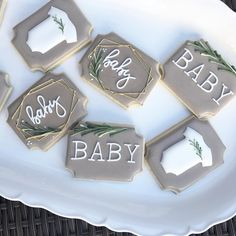 I can't get enough of these neutral palettes, gold touches and greenery. I can't get enou Deco Baby Shower, Bebe Shower, Baby Shower Snacks, Baby Shower Drinks, Baby Shower Desserts, Baby Shower Brunch, Baby Shower Fall, Gender Neutral Baby Shower, Baby Shower Games
