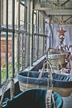 Couffins Numero74, couffins rétro, vintage. Décoration chambre enfant et cadeaux de naissance. Gaze de coton N74. Décoration atelier ©numero74 l www.little-home.fr