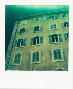 Place Thiars / #Marseille #polaroid #architecture #façades #volets / www.marseillepolaroid2013.com