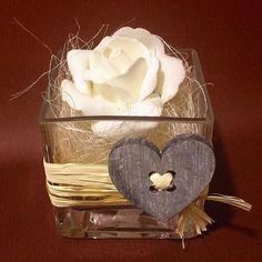 Un' idea per la tavola di San Valentino...  cosa ne pensate?!?!! Ogni proposta è realizzabile in diversi colori!! #enzofiori #peschieradelgarda #rose #white #natural #heart #happyvalentine #valentineday #glass #handmade #fattoamano #fattodame #new #sweet by enzo_fiori_peschieradg