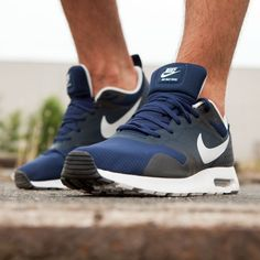 Check de Nike Air Max Tavas Midnight Navy sneakers voor mannen op  www.sneakers.