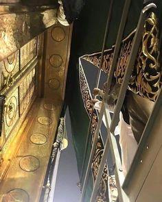 A stunning view of the kaaba door Mecca Wallpaper, Islamic Quotes Wallpaper, Medina Mosque, Mecca Kaaba, Mosque Architecture, Masjid Al Haram, Mekkah, Muslim Beauty, Islamic Girl