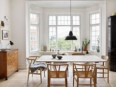58 Mid Century Scandinavian Dining Room Design Ideas Round Decor with Scandinavian Dining Room - Home Interior Design Room Design, Home, Home Remodeling, Cheap Home Decor, House Interior, Dining Room Inspiration, Scandinavian Dining Room, Interior Design, Home And Living