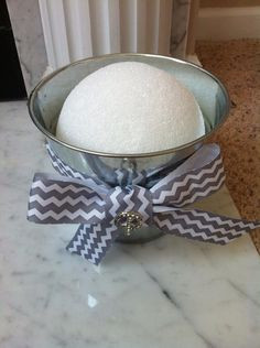 Then place the styrofoam ball into the silver bucket. diy cake How to Make a Cute Cake Pop Holder Diy Cake Pop Stand, Cake Pop Holder, Cake Pop Stands, Cake Pops How To Make, Wedding Cake Pops, Wedding Cakes, Cake Pop Displays, Lollipop Display, Birthday Cake Pops