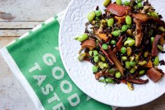 This week I am going vegetarian. Making this fall flavored grain bowl for starters
