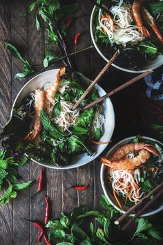 Vietnamese Grilled Prawn Noodle Salad by HonestlyYUM (honestlyyum.com)