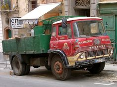 Picture of a vintage Bedford truck in Valletta, Malta's capital. Bedford Van, Bedford Truck, Vintage Trucks, Old Trucks, Classic Trucks, Classic Cars, Malta Bus, Old Lorries, British Rail