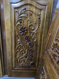 Front Door Design Wood, Room Door Design, Door Design Interior, Wooden Door Design, Wood Front Doors, Tv Wall Design, Window Design, House Main Gates Design, Wood Carving Designs