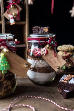 15 DIY Edible Holiday Gifts You Can Make In 15 Minutes Or Less Anybody would be happy to receive this Fudge Brownie Mix for Christmas! Edible Christmas Gifts, Edible Gifts, Christmas Ideas, Christmas Crafts, Christmas Hamper, Blue Christmas, Christmas 2015, Christmas Recipes, Holiday Treats