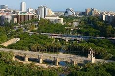 Cauce del Rio Turia - Valencia (A park that crosses the city from west to east, perfect for cycling, running and many other sports)