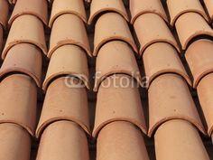 Rotbraune Dachziegel auf einem Haus in Bodrum in der Provinz Mugla in der Türkei