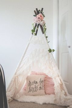 Little girl bedroom makeover: The details This is a lovely girl nursery decor. Like the flowers on top of the teepee! Such a cool kid's room decor ideas, especially for a little girl bedroom. Play Teepee, Teepee Kids, Girls Teepee, Toddler Teepee, Teepee Nursery, Toddler Age, Nursery Room, Cool Kids Rooms, Little Girl Rooms