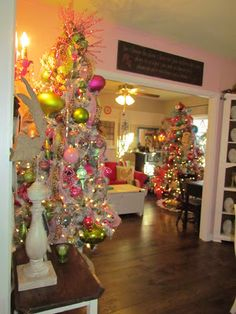 There's No Place Like Home's Christmas home tour. So cheery and welcoming !