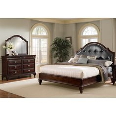 Attrayant Manhattan 5 Piece King Upholstered Bedroom Set   Cherry