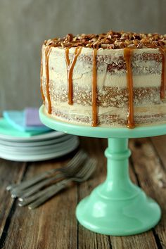 Banana Cake with Salted Caramel Frosting | http://www.creative-culinary.com/banana-cake-salted-caramel-frosting/