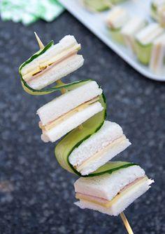 Broodstokjes met komkommer