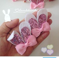 hair bows how to make ; hair bows diy easy no sew ; hair bows diy easy step by step ; Handmade Hair Bows, Diy Hair Bows, Diy Bow, Diy Ribbon, Ribbon Crafts, Ribbon Bows, Felt Crafts, Ribbon Hair, Ribbon Flower