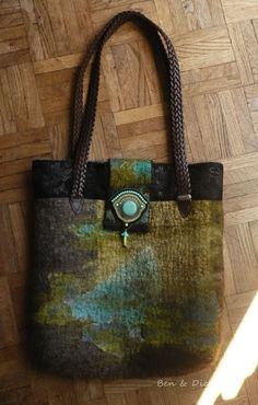 Ben & Dicte Felt Gifts, Felt Purse, Diy Handbag, Boho Bags, Felting Tutorials, Day Bag, Nuno Felting, Handmade Felt, Felt Art