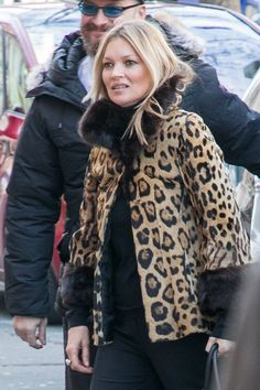 Kate Moss is pretty much the belle of the ball wherever she goes, and Paris Fashion Week is no exception. The stunning supermodel arrived in her usual Fur Coat Fashion, Moss Fashion, Kate Moss Style, Curls For Long Hair, Street Style 2018, Winter Fashion, Paris Fashion, Vintage Glamour, Winter Looks