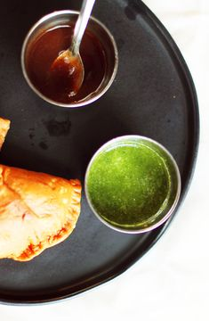 Two great recipes for Indian Chutneys- Tamarind Chutney and Cilantro-Mint Chutneys. Tamarind Sauce, Tamarind Chutney, Indian Appetizers, Appetizer Salads, Indian Snacks, Tamarind Recipes Vegetarian, Vegetarian Dinners, Curry Recipes, Rice Recipes
