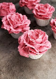 Twigg studios: raspberry and white chocolate flower cupcakes - Recipes - .Twigg studios: raspberry and white chocolate flower cupcakes You are in the right place about cupc - Cupcake Rose, Flower Cupcakes, Cute Cupcakes, Wedding Cupcakes, Cupcake Cookies, Petal Cupcakes, Cupcake Fondant, Valentine Cupcakes, Easter Cupcakes
