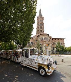 Le petit train touristique de Toulouse vous propose deux circuits, un commentaire spécial enfant et des traductions en langues étrangères © D. Viet #toulouse #visiteztoulouse #train