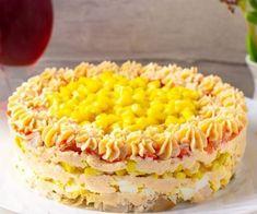 Слоеный салат с куриным филе и консервированной кукурузой