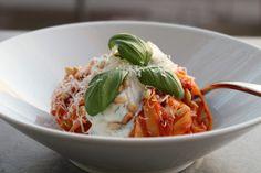 Pasta med salsiccia, tomatsås och ricotta