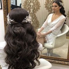 Hairs mariage mariagecoiffure coiffure chic and stylish wedding hairstyles for short hairs Curly Wedding Hair, Elegant Wedding Hair, Wedding Hairstyles With Veil, Boho Hairstyles, Wedding Hair And Makeup, Ponytail Hairstyles, Bridesmaid Hairstyles, Hairstyle Ideas, Hair Ideas