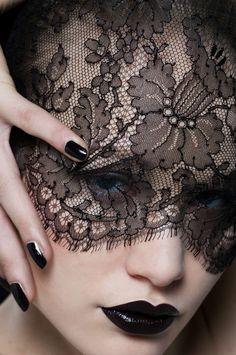 Model: Sira (Fotogen) Photographer & Stylist: Janette Gloor
