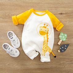 Giraffe Pattern, Giraffe Print, Baby Boy Outfits, Kids Outfits, Baby Boy Jumpsuit, Motifs Animal, Designer Baby Clothes, Jumpsuit Pattern, Baby Yellow