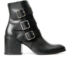 Introducing the Moss above ankle boot for the SS16 season. This ladies boot has a directional essence, sitting on a stylish block heel, with a soft leather upper. The clean black finish has been adorned by the trademark Hudson strap and buckle which has an inside zip for an easy fit.